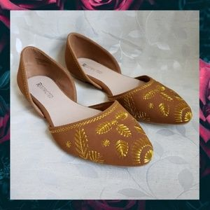 {Restricted}Gold Embroider Almond Toe Tan Flats 10